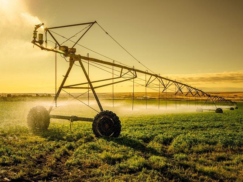 سیستم آبیاری بارانی با ماشین قرقره ای